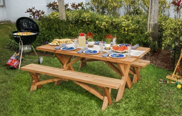 How to Build a Classic Picnic Table #DIY #woodworking #outdoors #backyard #garden