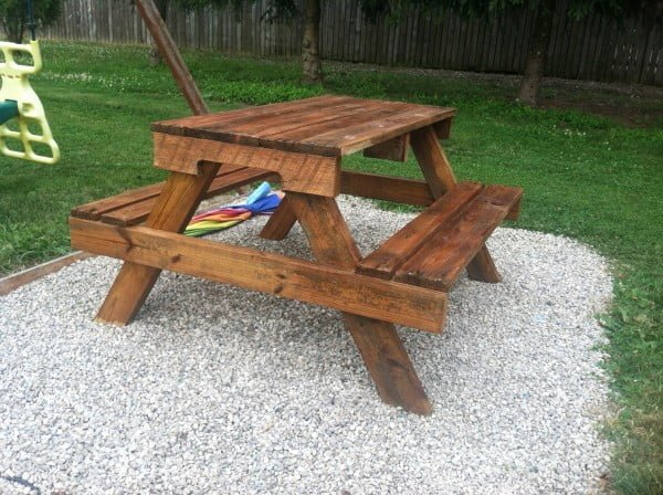 DIY Kids Picnic Table from Pallet Wood #DIY #woodworking #outdoors #backyard #garden