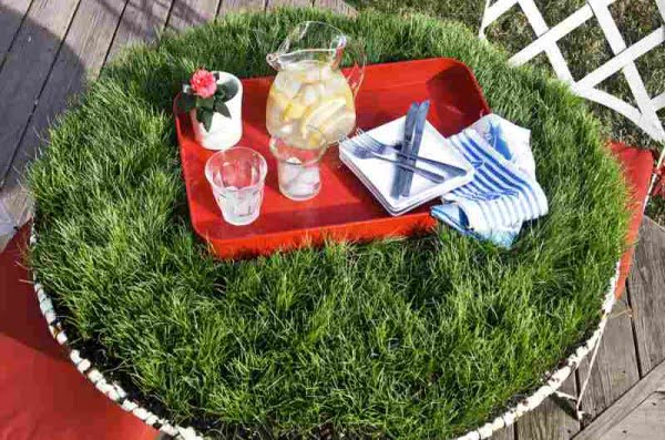 Grass-Covered DIY Picnic Table #DIY #woodworking #outdoors #backyard #garden