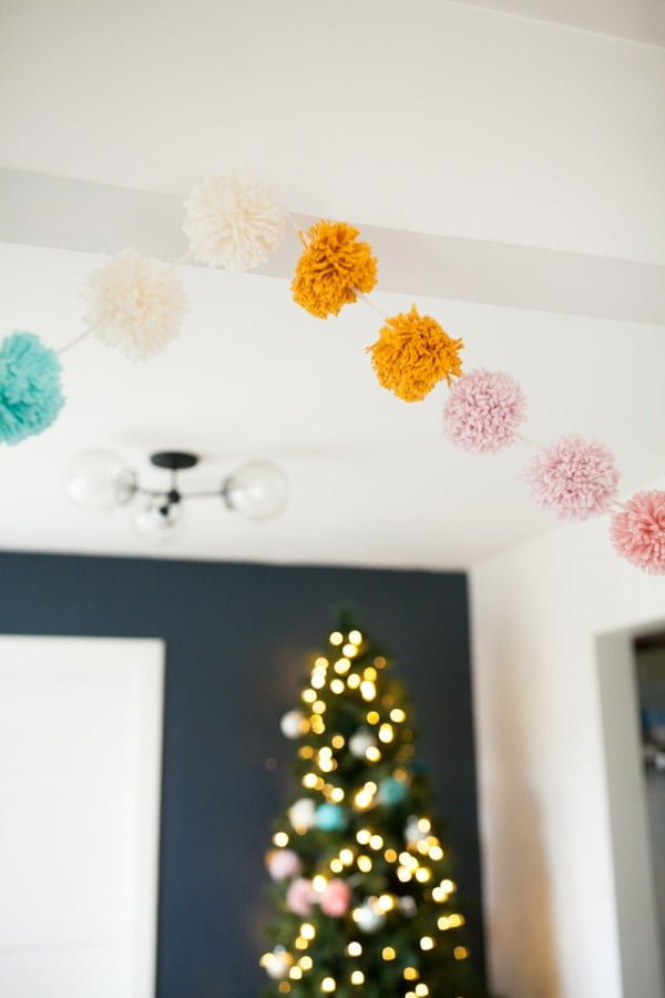 festive pom pom garland DIY
