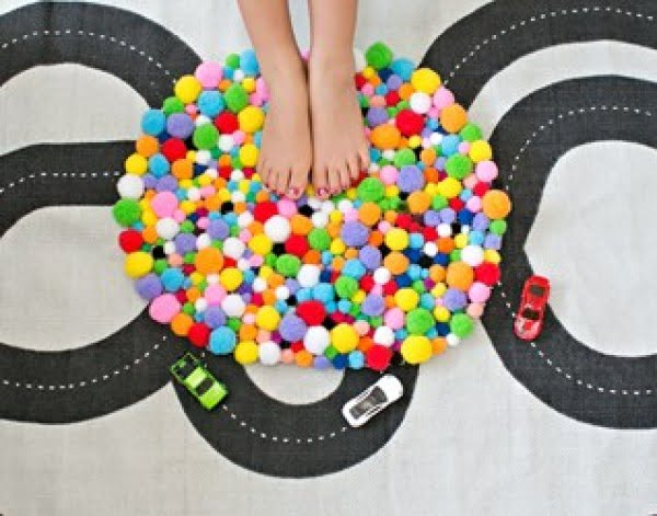 CUTE AND EASY DIY POM POM RUG