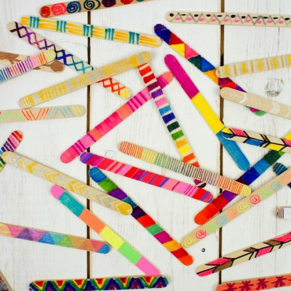 How to Make a Craft Stick Wall Hanging #DIY #popsiclesticks #wallart #homedecor