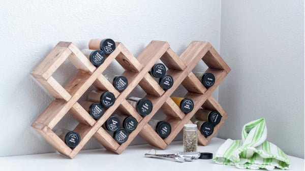 Easy Wooden Spice Rack For Countertop Or Wall #DIY #organize #kitchendesign #homedecor