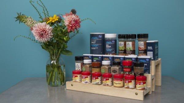 How to Make a DIY Spice Rack #DIY #organize #kitchendesign #homedecor