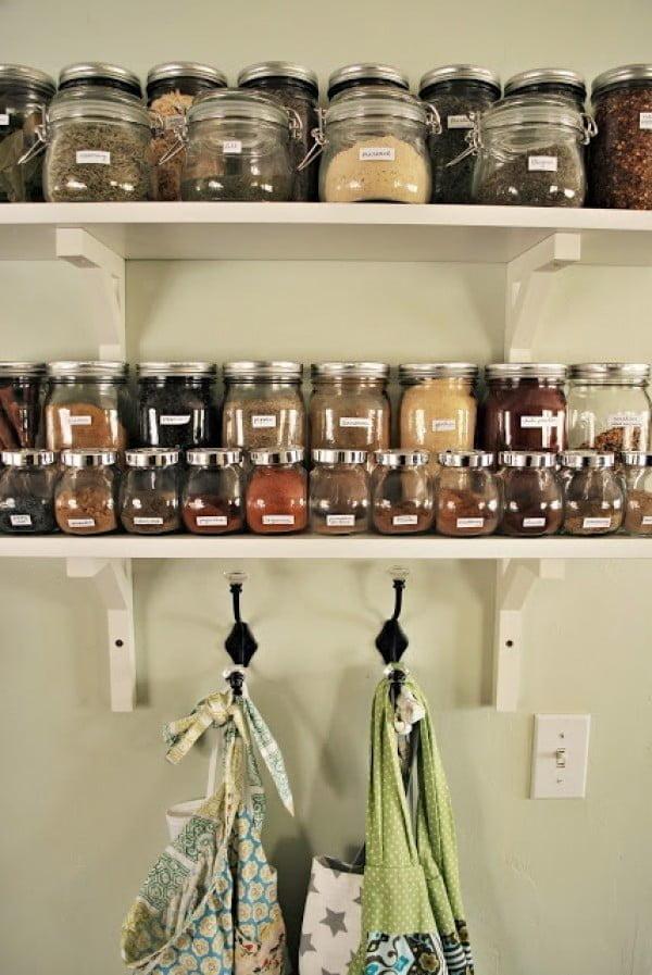 How To Build A DIY Spice Rack #DIY #organize #kitchendesign #homedecor