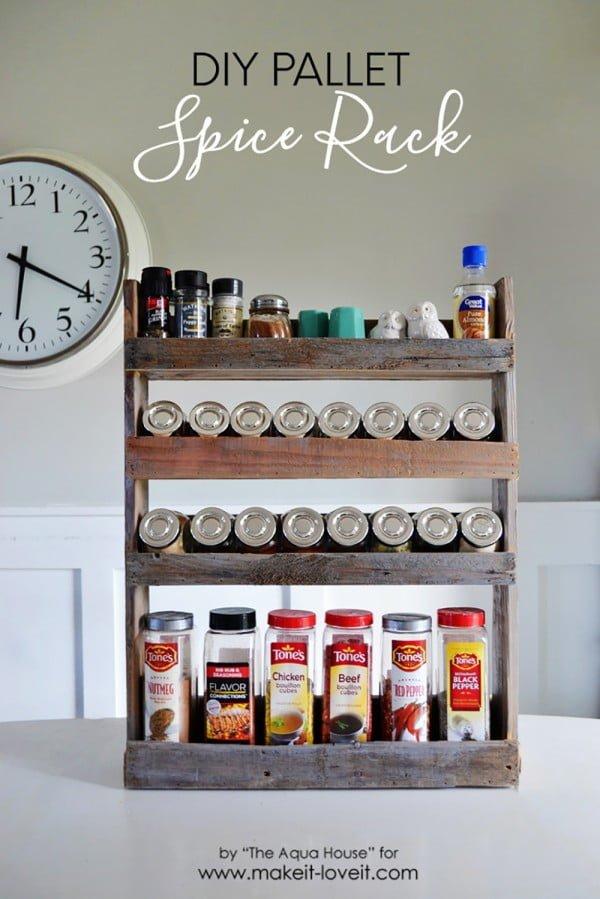 DIY Pallet Spice Rack #DIY #organize #kitchendesign #homedecor