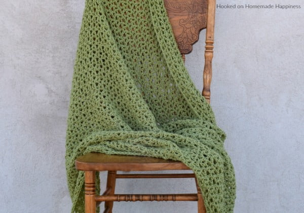 Everyday Throw Blanket Crochet Pattern #DIY #homedecor #crafts