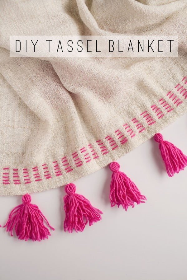 TELL: DIY TASSEL BLANKET #DIY #homedecor #crafts