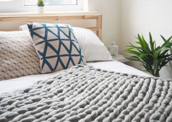 DIY Arm Knitted Cosy Chunky Blanket step-by-step guide #DIY #homedecor #crafts