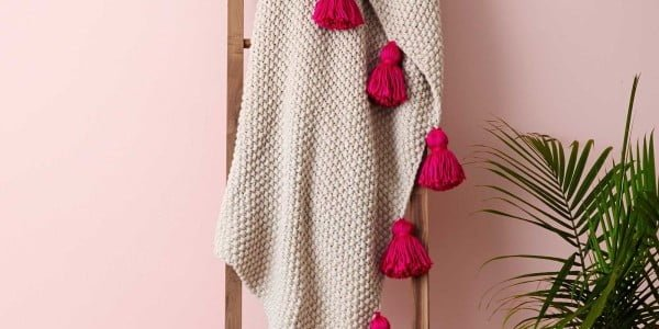 How to Make a DIY Tassel Throw Blanket #DIY #homedecor #crafts