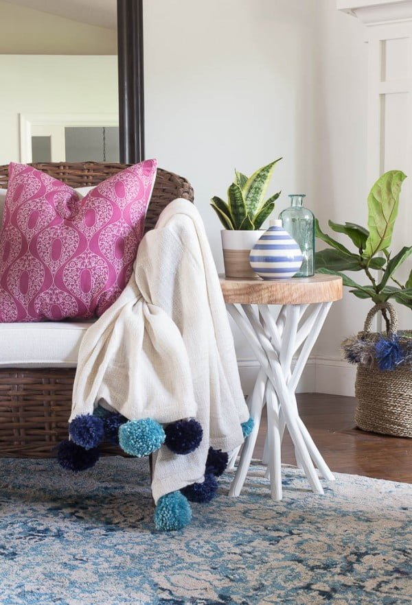 How to make a DIY Pom Pom Throw Blanket for Cheap #DIY #homedecor #crafts