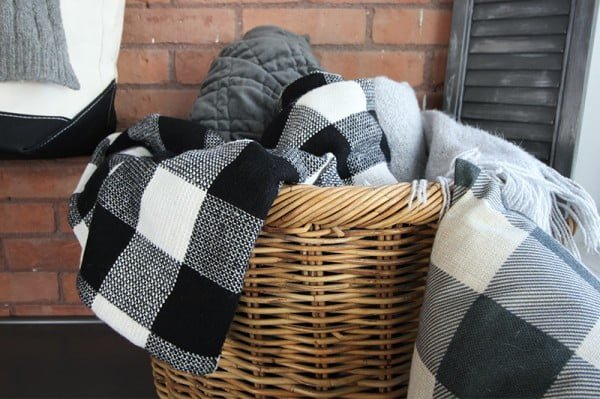 Easy DIY Buffalo Check Throw Blanket #DIY #homedecor #crafts