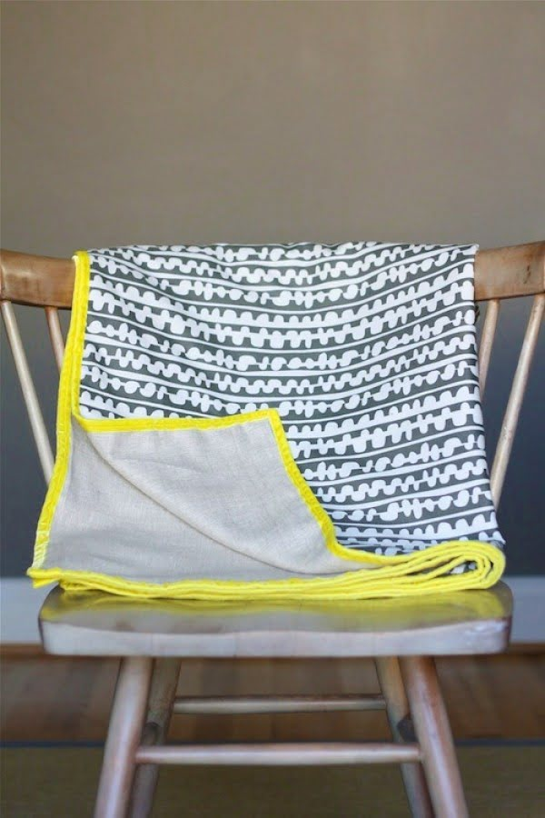 DIY: Simple Spring Throw ⋆ Design Mom #DIY #homedecor #crafts