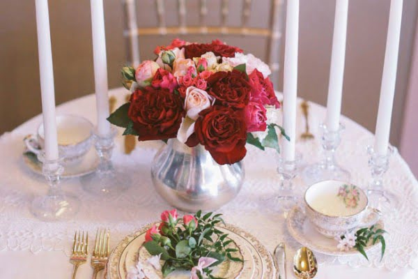 DIY: Romantic Centerpiece with Roses