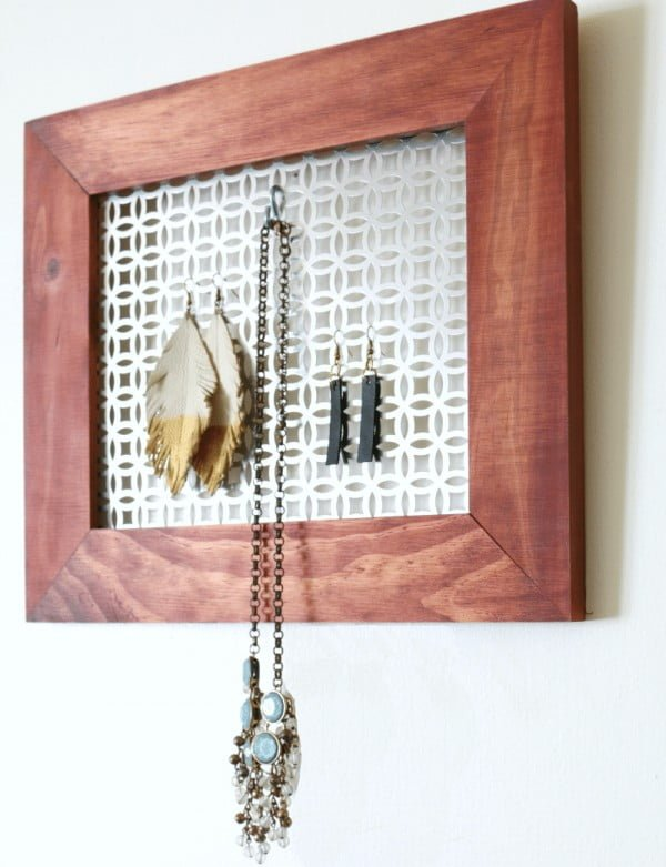 DIY Hanging Jewelry Organizer #DIY #organize #storage #homedecor