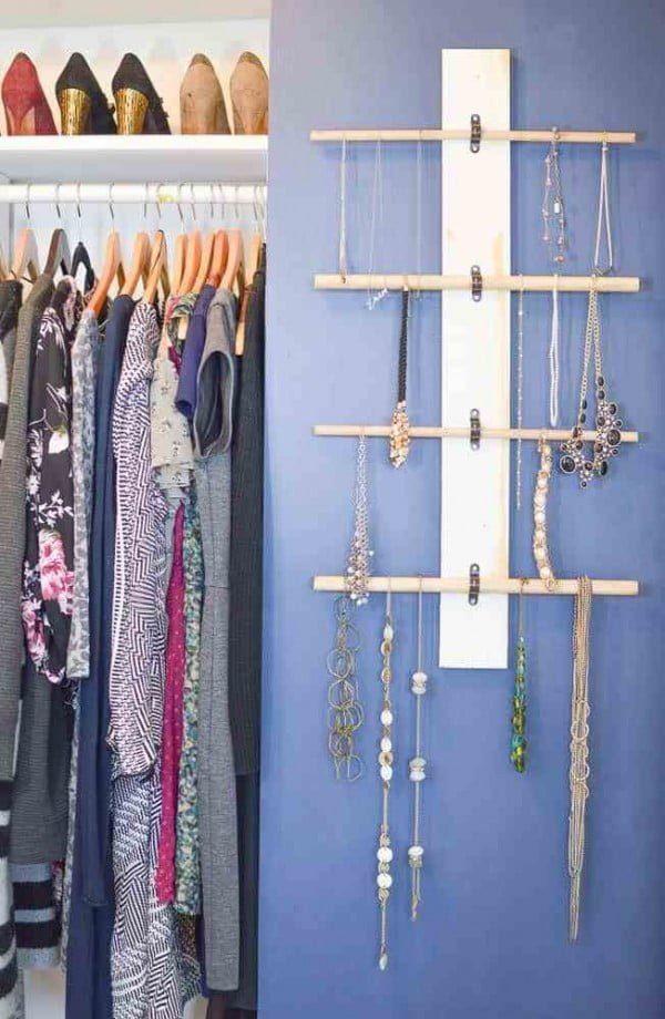 How to Make a Hanging Necklace Organizer #DIY #organize #storage #homedecor