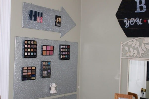 DIY MAKEUP WALL ORGANIZER #DIY #organize #storage #homedecor
