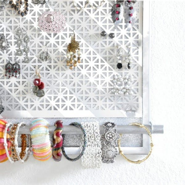 DIY Jewelry Organizer #DIY #organize #storage #homedecor