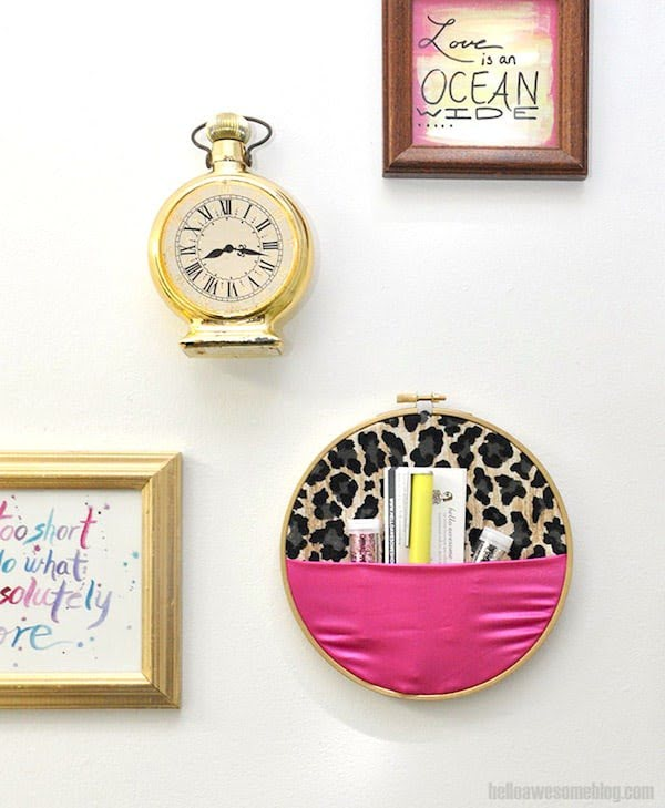 No-Sew Embroidery Hoop Wall Organizer #DIY #organize #storage #homedecor