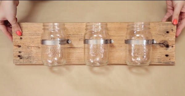 DIY Mason Jar Wall Organizer #DIY #organize #storage #homedecor