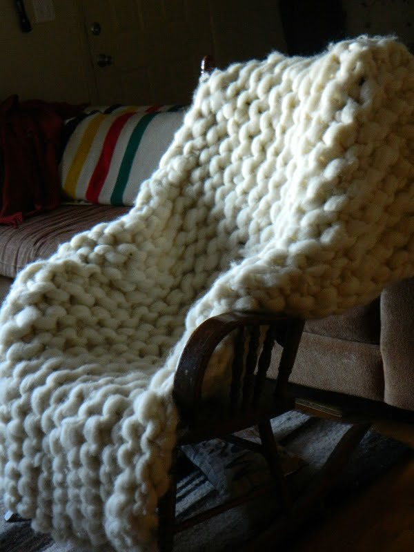 DIY giant knit blanket using PVC pipes