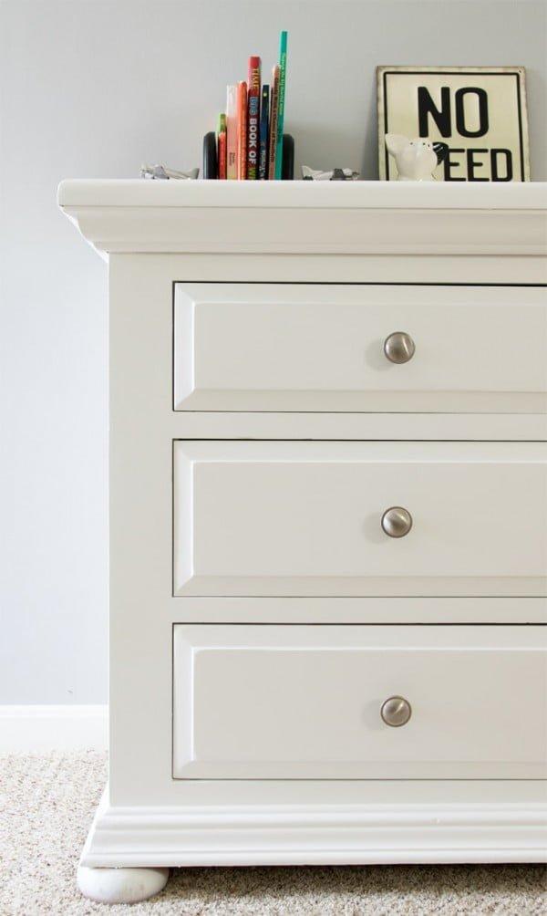 DIY Dresser Makeover with Furniture Paint - #DIY #bedroom #furniture #woodworking #dresser