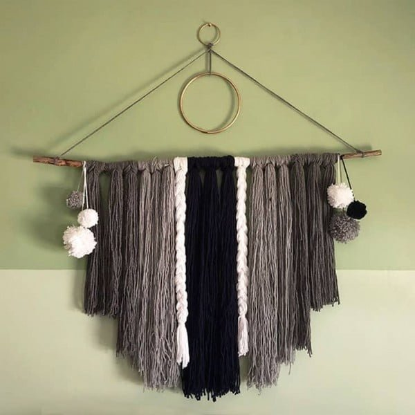 How to Make an Easy Yarn Wall Hanging