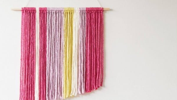 DIY: Woollen wall hanging