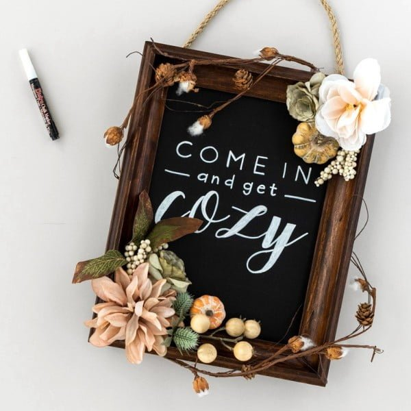 Greet the Season with This DIY Chalkboard Wall Hanging