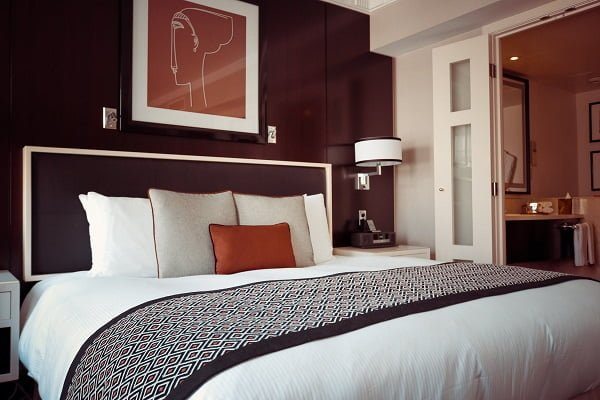 Mid-century modern decor style bedroom