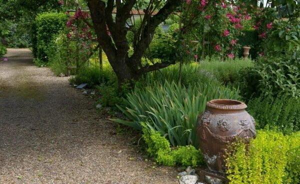 DIY Pallet Garden Path    path