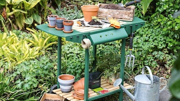 DIY: BBQ upcycled to potting bench
