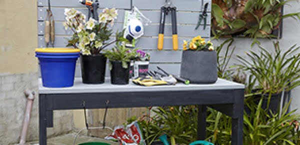 How to build a D.I.Y. potting bench #DIY #outdoor #patio #backyard #pottingbench #furniture #woodworking