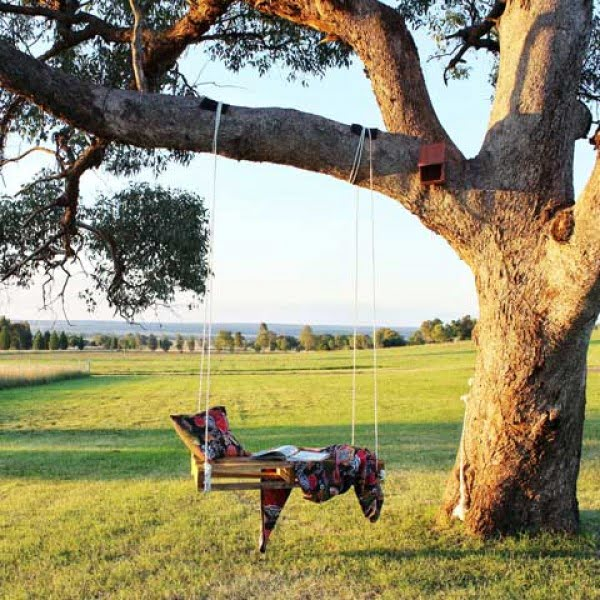 DIY Pallet Tree Swing