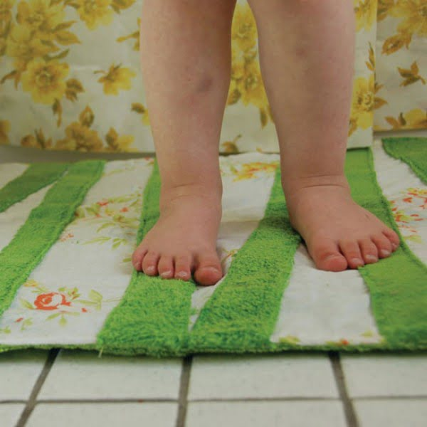 Make a Cozy DIY Bath Mat