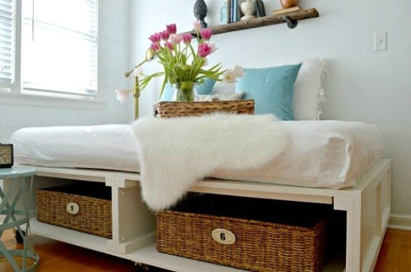 Building a DIY Platform Bed with Tons of Storage and Wheels #DIY #bedroom #storage #organization #homedecor