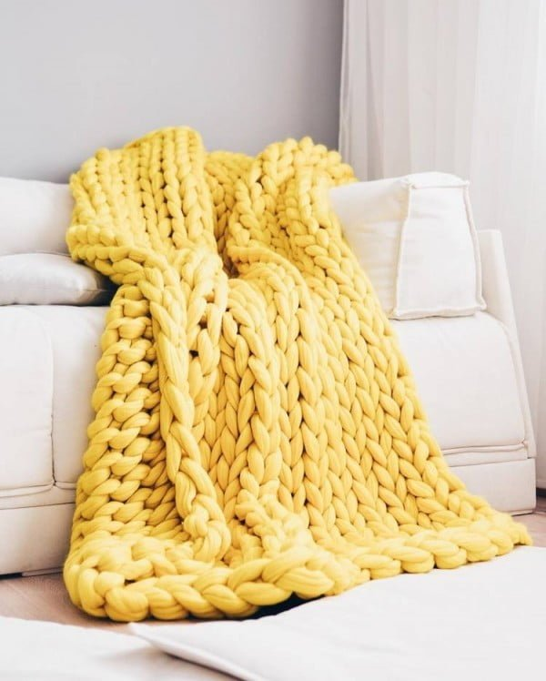 24 Easy DIY Chunky Knit Blankets That Are All the Rage