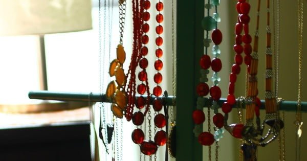 DIY Thrift Store Jewelry Display'