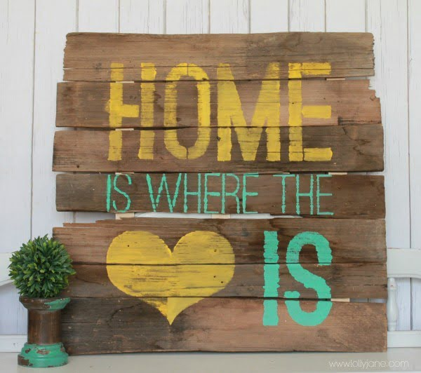 18 Easy DIY Farmhouse Signs You Can Make from Wood #DIY #walldecor #wallart #craft #homedecor