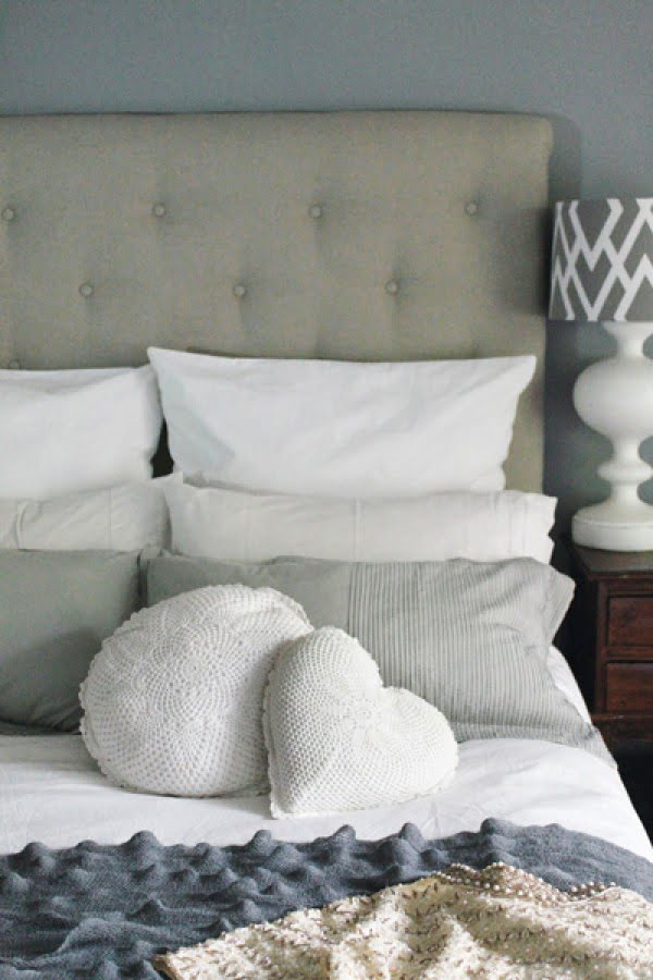 DIY headboard: How to make your own deep-buttoned headboard