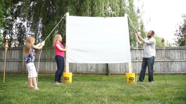 Outdoor Movie Projector Screen DIY
