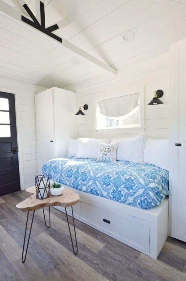 Built-in Trundle Bed and Cabinets