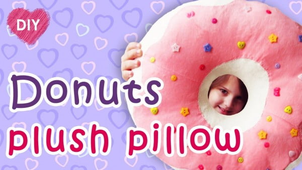 Donut plush pillow DIY. An easy way to make a donut.