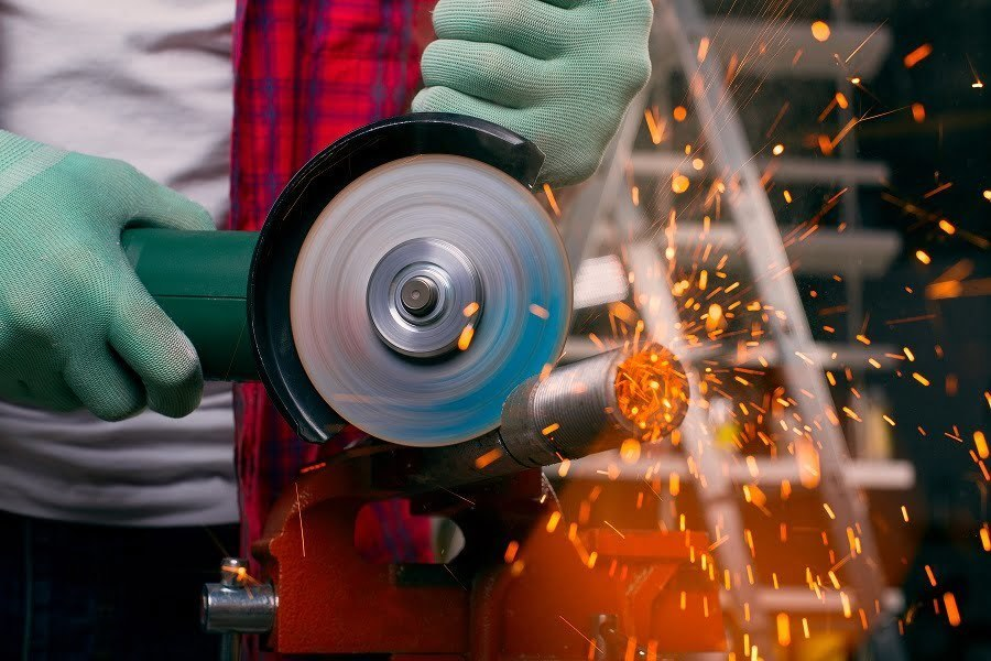 angle grinder cutting