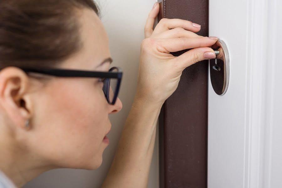 keyhole peeper
